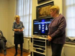 Miep de Wildt en Jannie Al vertellen hun verhaal over het leven in de Wijkermeerpolder in het Museum Kennemerland